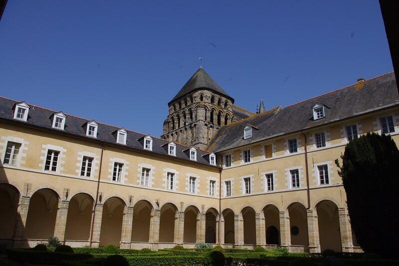 Katedralen med kloster i Redon